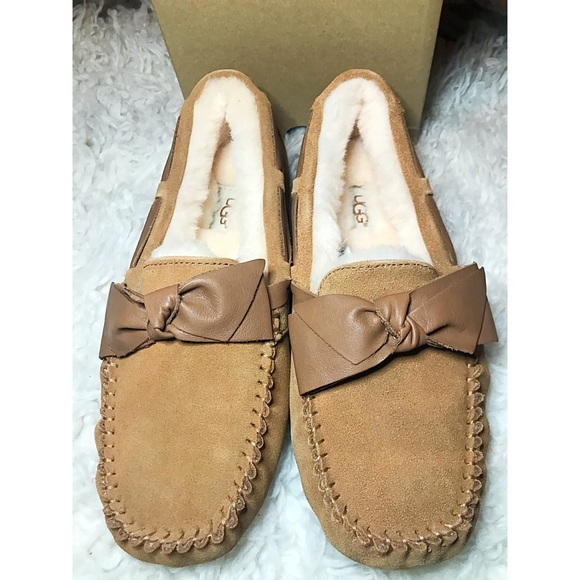 0a2fe06633e Ugg women's chestnut Dakota leather bow slipper NWT